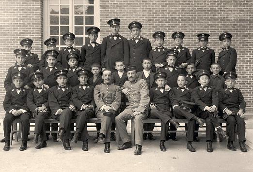 Alumnos del Colegio Infanta María Teresa. Preparación para correos